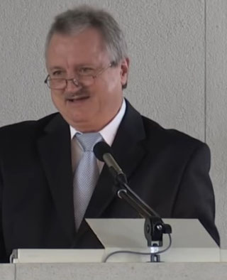 """Unsagbar böse!"" Pastor Jakob Tscharntke zur Impfung und den Corona-Maßnahmen"