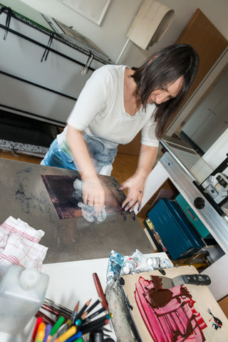 Eliana Bürgin   The ink is going to be gently smoothed onto the copperplate