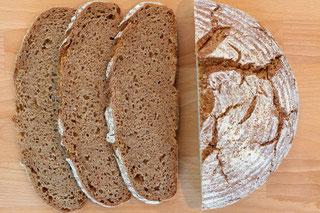 Brot im Topf mit Vollkornmehl gebacken