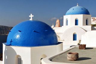 Blue domes of the Church dedicated to St. Spirou in Firostefani, Santorini island (Thira), Greece. Mstyslav Chernov 2008.  Wikipedia Commons.