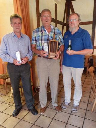v.l. Olaf Kopplin, Ramschwanderpokal Gewinner Jürgen Möller und Bernd Sander