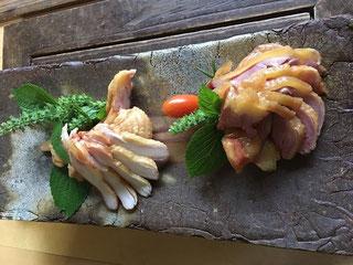 肉用としても評価の高い岡崎おうはんのモモ・ムネ肉のスモーク