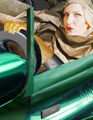 """STEPHANIE GUSE  """"Willhaben: De Lempicka"""", Portrait der Künstlerin Susanna Schwarz, Wien (nach Tamara De Lempicka """"Tamara im grünen Bugatti"""", 1929) , Fotoabzug auf Aludibond hinter Acryl, 2018, 35x27cm"""