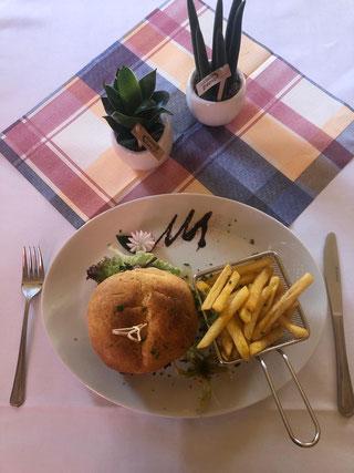 Beef Burger und Pommes