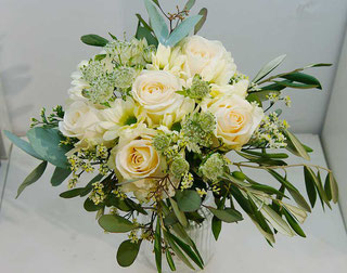 bouquet with roses for flower delivery vienna austria