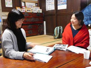 八巻眞由さん(右)。第4期第4回セミナーにて。