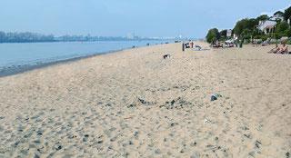 Fotomontage - linke Bildseite mit neu aufgespültem Strandsand
