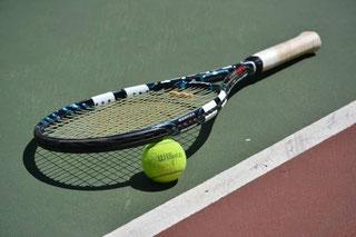 faire du tennis pendant ses vacances dans les landes