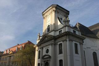 Parochialkirche ohne Spitze und Palais Podewil