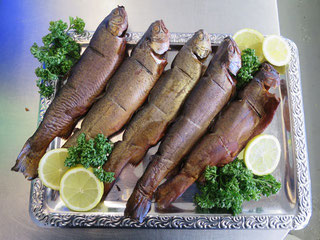 Geräucherte Forellen von Fisch Mehrholz
