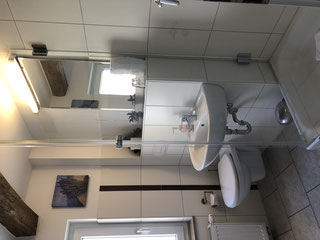 Badezimmer im Lavendelzimmer mit Dusche