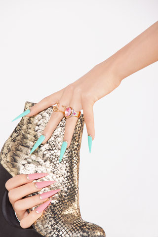 Nails - Model: Susana Kurek Schmuck: Susa Beck - Fine Jewellery Nails: Melanie Sharmin Filbert c/o fame-agency * hair, make-up, styling Fotograf: Markus Thiel c/o Bloos Make up Schule www.bloos-academy.de