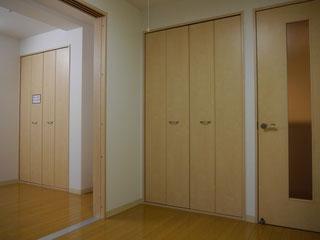 各部屋の収納は広々してなんでも置けますね!