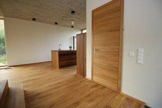 Zimmertür montiert ohne Schaum