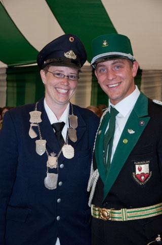Hampelmannkönigin Tanja Buchholz mit Vorgänger René Plaßmann.