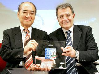 Romano Prodi - Koichiro Matsuura - Targa Premio G8 TS