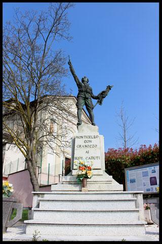 """Monumento ai Caduti di Monticello con la dicitura """"Monticello con Granozzo"""""""