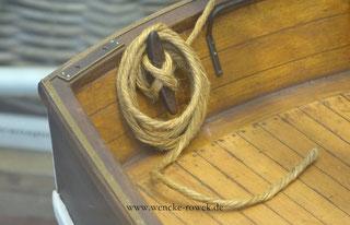 Planken und Tau auf einem Schiff