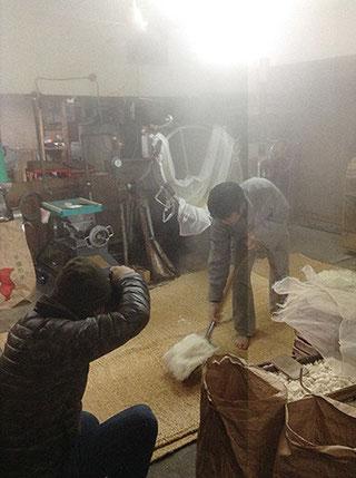蒸気と格闘する織本カメラマン