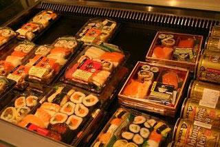 スーパーにお寿司が売ってました