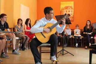Gitarrenunterricht in Soest, Musikschüler Vorspiel, Gitarre lernen in Soest.