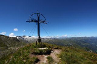 Gipfeltouren mit Gipfelkreuzen und atemberaubender Aussicht wie hier am Mureck