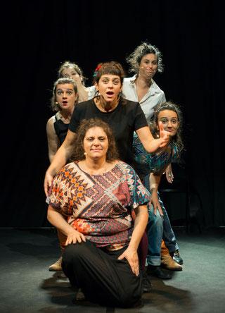 Les 6 femmes du groupe vocal Les Goules Poly de la Compagnie Parolata Sung.