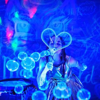 шоу неоновых светящихся мыльных пузырей на детский праздник день рождения