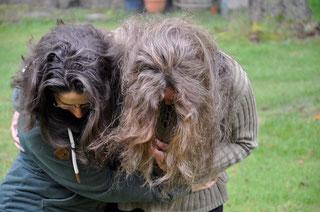 Rechts bin ich, links meine Lektorin :o) Meine grauen Haare sind mit Khadi Hellbraun gefärbt.