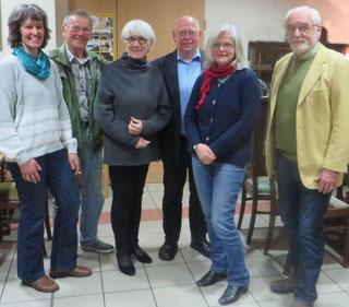 Alter und neuer Vorstand von links nach rechts: Anja Löwer, Hermann Mahler, Brigitte Langenhagen, Peter von Spreckelsen, Renate Ayecke, Dr. Thomas Kühn. Auf dem Bild fehlt Hilkka Föllmer.