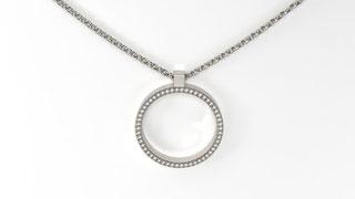 Pendentif e-clpise en or avec entourage en diamants de prism joaillerie. La fabrication est française.