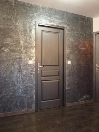 Comment peindre une porte au bout du rouleau for Peindre encadrement porte