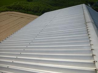 勾配のある折半屋根