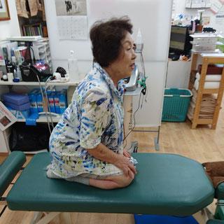 膝が痛くて、正座が出来なかったけど、一回の施術でかなり改善した70代女性