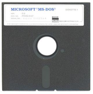 Er hatte keine Idee, dass mal ein Milliardär aus ihm würde. Aber ein Programm. Als IBM damals im wirklich und wörtlich übers Wochenende ein Betriebssystem für ihre ungeliebten PCs suchte, an deren Erfolg sie nie glaubten. DOS=Windows wurde Weltstandard.
