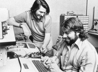 Sie hatten eine Idee. Und blieben dieser treu. Wenn sie nicht so verdammt gut gewesen wäre, wären sie nicht Milliardäre geworden: Apple-Firmengründer Steve Jobs und Steve Wozniak.