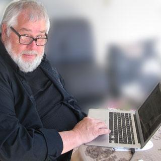 Dieser Mann, zufällig ich, wurde als Hand-Schriftsetzer ausgebildet –in der gleichen Technik, die schon Gutenberg verwendete. Sein Berufsleben lang arbeitete er sehr erfolgreich daran, Gutenberg'sche Technik überflüssig zu machen.