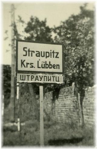 Ortsschild mit Zusatz an der Cottbuser Straße, 1945.