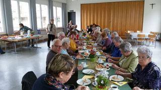 Gemütliches Beisammensein nach dem Krankensalbungsgottesdienst in Grellingen