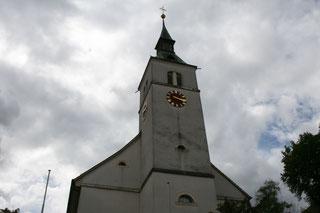 Blick auf den Turm Kirche Grellingen