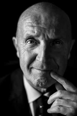 Ritratto-aziendale-emozionante-bianco-e-nero-Torino-fotografo-professionista