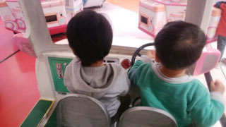 子供は初対面でも直ぐに友達になる。