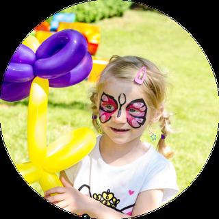 Ballons und Kinderschminken