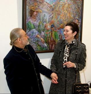 Der Künstler Vladimir Petrov-Gladky mit Frau Botschafterin Margot Klestil-Löffler vor einem Bild Petrov`s für Francesca Gräfin Pilati