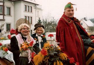 """Das damalige Narrenbrautpaar: Narrenmutter """"Henriette""""  (H. Kühnlenz) und Narrenvater der """"Bunte Otto""""  (O. Ritter)"""