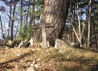この塚の前で短い礼拝の時を持った