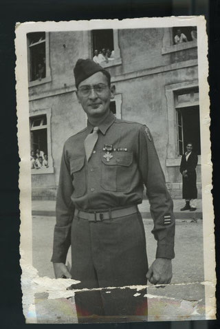 Gerald S. Gordon with his Distinguished Service Cross (photo courtesy David Gordon)