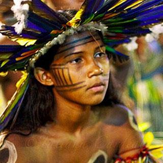 Les sauvages et les barbares de Montaigne - Jeune fille Bororo Brésil  Mato