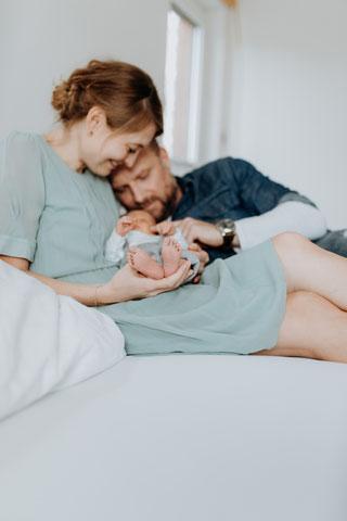 neugeboren-baby- Babyfüße-erstes Foto