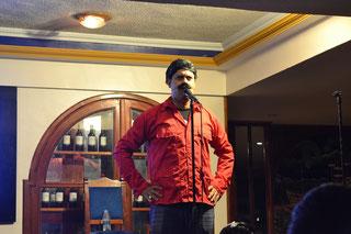 Cómico imitando a Nicolás Maduro
